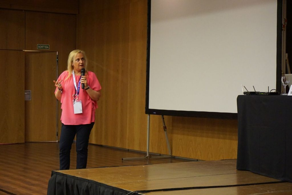 Dña. María Teresa Sansaturnino durante su presentación