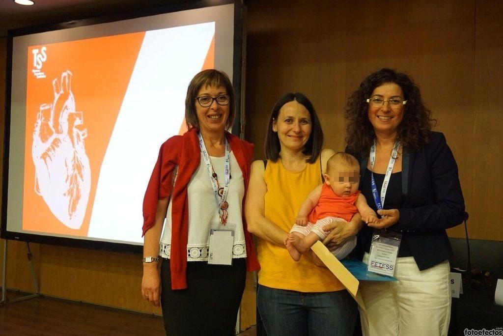 De izquierda a derecha, la Sra. Esther García, la Sra. Danna Domingo, la pequeña Ona y la Sra. María Dolores Moreno