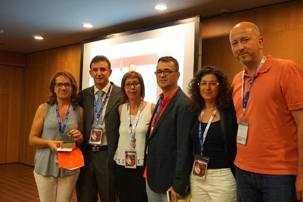 De izquierda a derecha, María Jesús Casas, el Sr. Pedro José Jiménez, la Sra. Esther García, el Sr. José Joaquín Durán, la Sra. María Dolores Moreno y el Sr. David Elvira durante el reconocimiento por los 10 años de vida de Fetess-Catalunya
