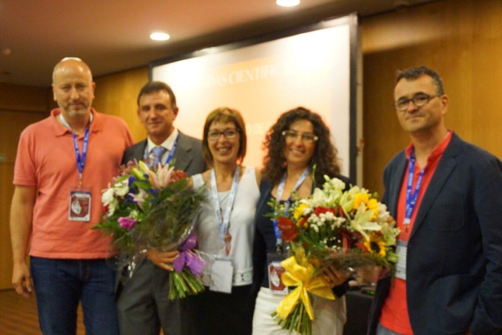 De izquierda a derecha, el Sr. David Elvira, el Sr. Pedro José Jiménez, la Sra. Esther García, la Sra. María Dolores Moreno y el Sr. José Joaquín Durán, en el reconocimiento a las presidentas del Comité Científico y Organizador