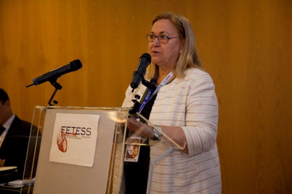 La Dra. Lina Badimón durante su ponencia