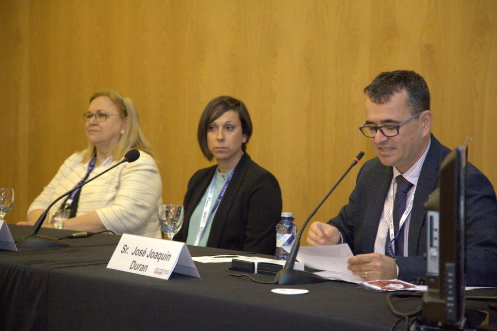 De izquierda a derecha, la Dra. Lina Badimón, la Sra. Dolores Fernández y el Sr. José Joaquín Durán durante la presentación de la ponencia