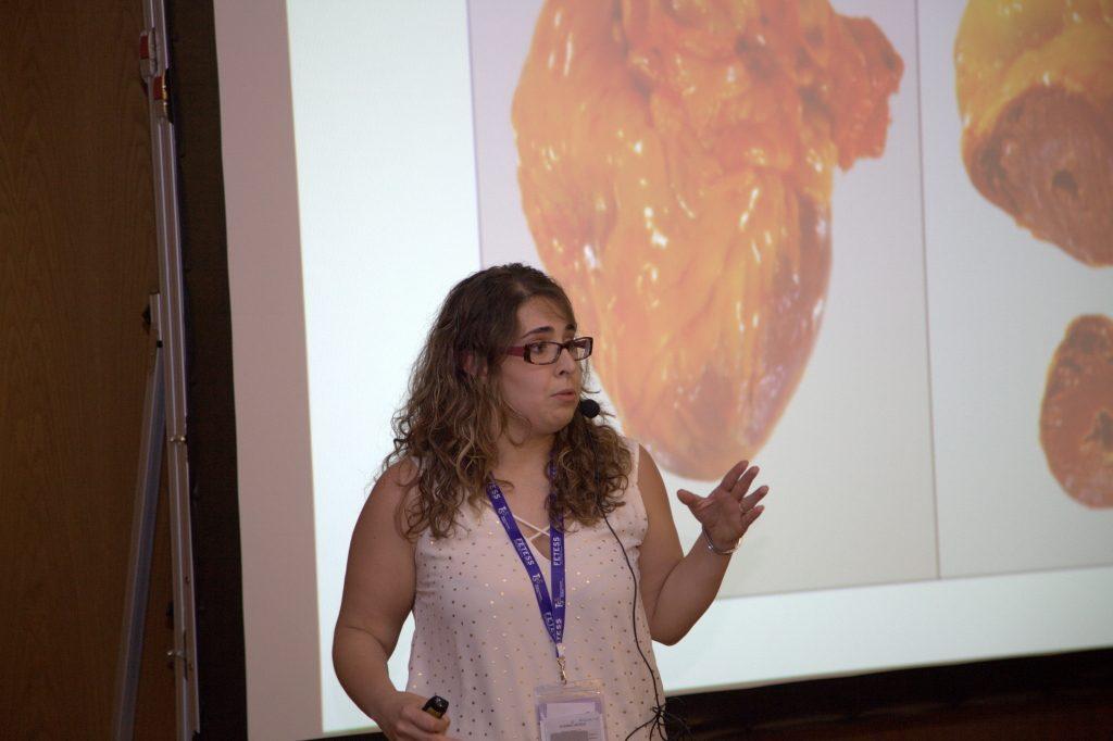 La Sra. Alba Lasheras en un momento de su presentación